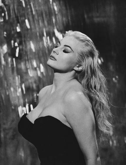 1960:  Swedish actress Anita Ekberg plays the glamorous Sylvia in the fountain scene from 'La Dolce Vita', directed by Federico Fellini.  (Photo via John Kobal Foundation/Getty Images)